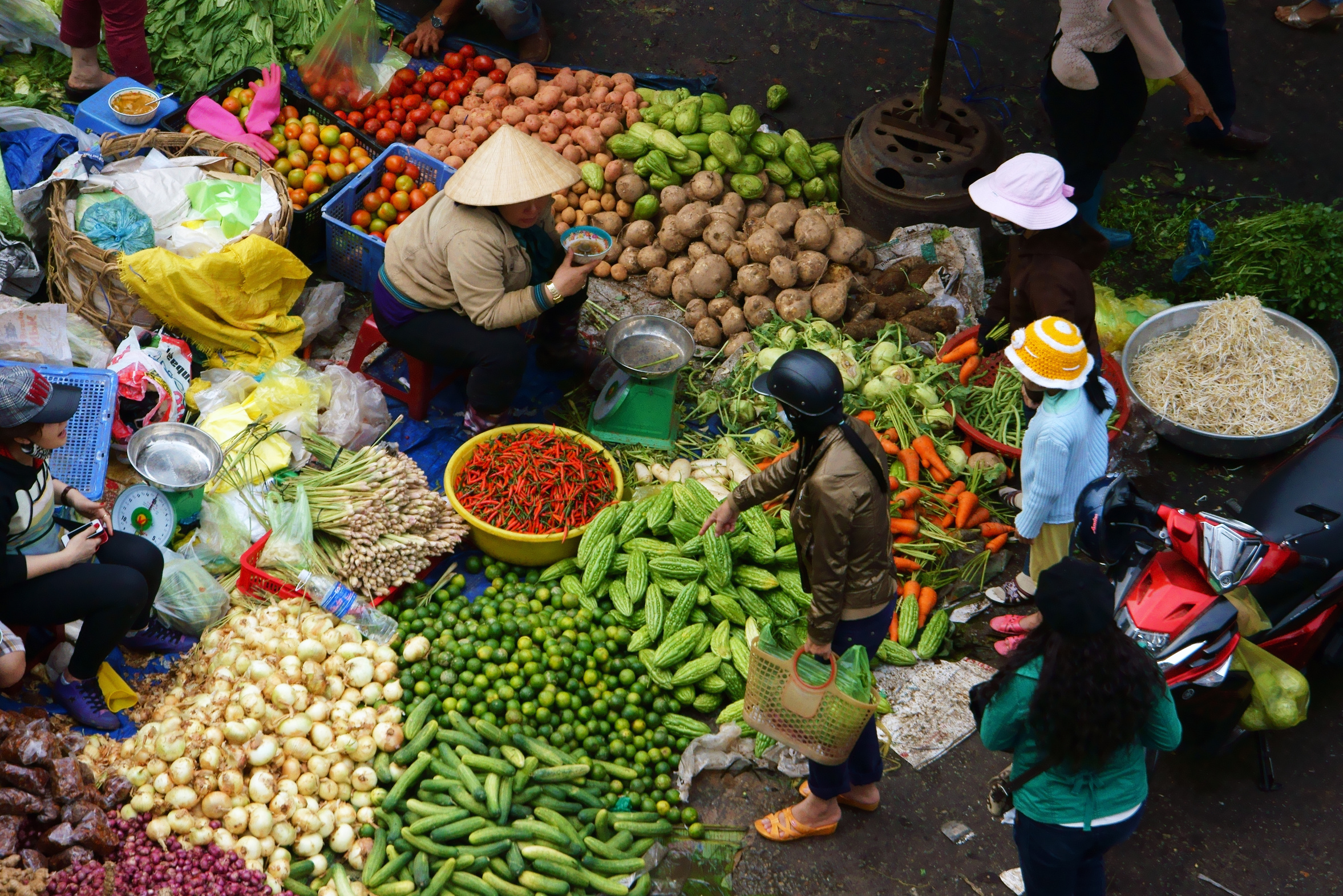 DA LAT, VIET NAM- FEBRUARY 8.People sell and buy vegetables at farmers market in  Dalat, Viet Nam- February 8, 2013